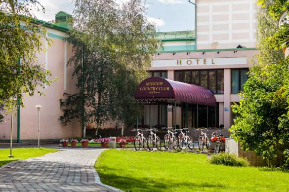 Земля горит под Moscow Country Club